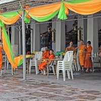Таиланд. Бангкок. Подготовка к празднику в монастыре :: Владимир Шибинский