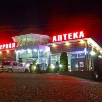 Здание ночью :: Олег Петрушин