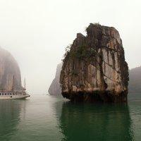 Скалы бухты ХаЛонг(Вьетнам) :: Василий