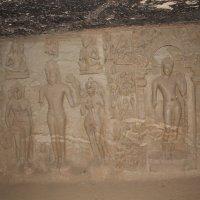 стена в пещере будистского монастыря Мумбаи. :: maikl falkon