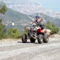 Квадрациклы на убийственной трассе в горах :: Александр Иванов