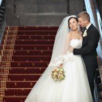 Молодожены на красивой лестнице :: Георгий Трушкин