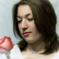 Девушка и роза :: Надежда Попова