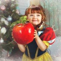 Белоснежка и заколдованное яблоко :: Анна Туз