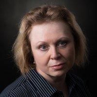 Женский портрет в темных тонах :: Анатолий Тимофеев