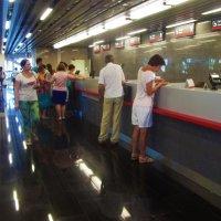 На железнодорожном вокзале Адлера :: Владимир Ростовский