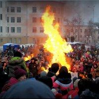 Пик проводов зимы - сжигание её чучела! :: Владимир Шошин