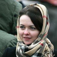прекрасные лица в толпе праздничной публики :: Олег Лукьянов