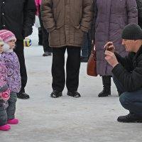 Северодвинск. Масленица. Близняшки на фотосессии :: Владимир Шибинский