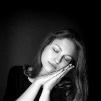 Мама спит, она устала... :: Виктория Иванова