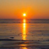 Рассвет над заливом :: Игорь Хворостян