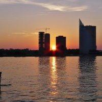 Закат над Даугавой... :: Андрей