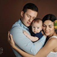 Семейное фото. Лев - 3.5 мес :: Екатерина Дашаева