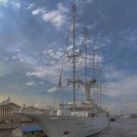 Круизная яхта «Wind Surf» у Английской набережной :: Valeriy Piterskiy