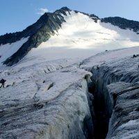 Парня в горы тяни, рискни... :: Sergey Baranov