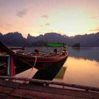Рассвет на озере :: Юрий Кольцов