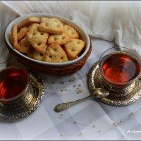 На столике чай, печенья сдобные... :: Anna Gornostayeva