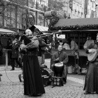 Уличные музыканты :: Лариса Корженевская