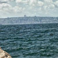 На горизонте Хайфа. Вид из города Акко. :: Владимир Сквирский