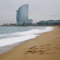 Зима. Дождь. Пляж. Барселона.... :: Александр Манько