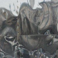 Отражения и капли дождя на металле :: Александр Степовой
