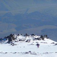 На штурм вершины Эльбруса. Утро. Высота около 5000 м. Пройдены скалы Ленца. :: Vladimir 070549
