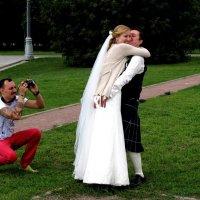 Тот, что в юбке, - не невеста ! ))) :: Николай Дони