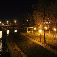 Беседка в парке :: Валентина Кузнецова