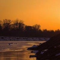 Закат на реке зимой :: Татьяна Губина