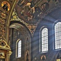 В храме :: Alexandr Zykov