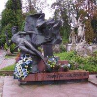 Могила  Станислава  Людкевича  в  Львове :: Андрей  Васильевич Коляскин