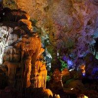 Пещеры бухты ХаЛонг(Вьетнам) :: Василий