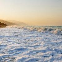не спокойно море на рассвете :: Galina