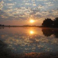 Восход на озере :: sergej-smv