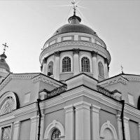 Вдруг на куполе храма вспыхнул крест  светом чистым, небесным…  Я молитву шепчу.... :: Валентина ツ ღ✿ღ