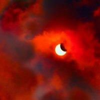Затмение Солнца в небе над Краматорском, Украина :: Alexander Varyev