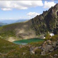 Озеро в ладонях горы :: Наталия Григорьева