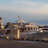 в сочинском морском порту ВСЕ флаги в гости к нам :: Слава