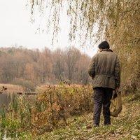 Смотрит на реку... :: Николай Пекарский