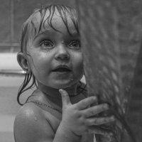 Леди в ванной или купание дочки :: Сергей Гойшик