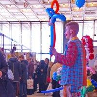 парень с воздушными шариками :: Арсений Корицкий