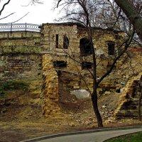 руины возле Потемкинской лестницы :: Александр Корчемный