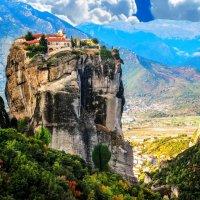 Греция. Ну и как на скале люди живут? :: Александр Неустроев