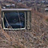 Когда от лжи и ящик отдыхает... :: Александр Резуненко