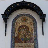 Киот на апсиде Казанского собора :: Galina Leskova