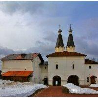 монастырские врата :: Дмитрий Анцыферов