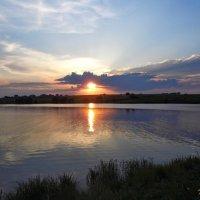 Закат на реке. :: Наталья Петрушова