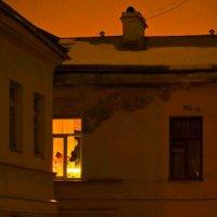 Вот опять окно...где опять не спят... :: Евгения Кирильченко
