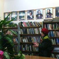 Проверка на стрессоустойчивость сотрудницы библиотеки скучающей пенсионеркой! :: Ольга Кривых