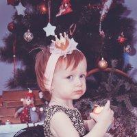Принцесса с яблоком :: Татьяна Сазонова